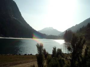 Lac de moyenne montagne en été